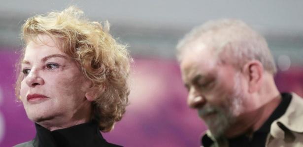 A ex-primeira-dama Marisa Letícia com o ex-presidente Lula ao fundo