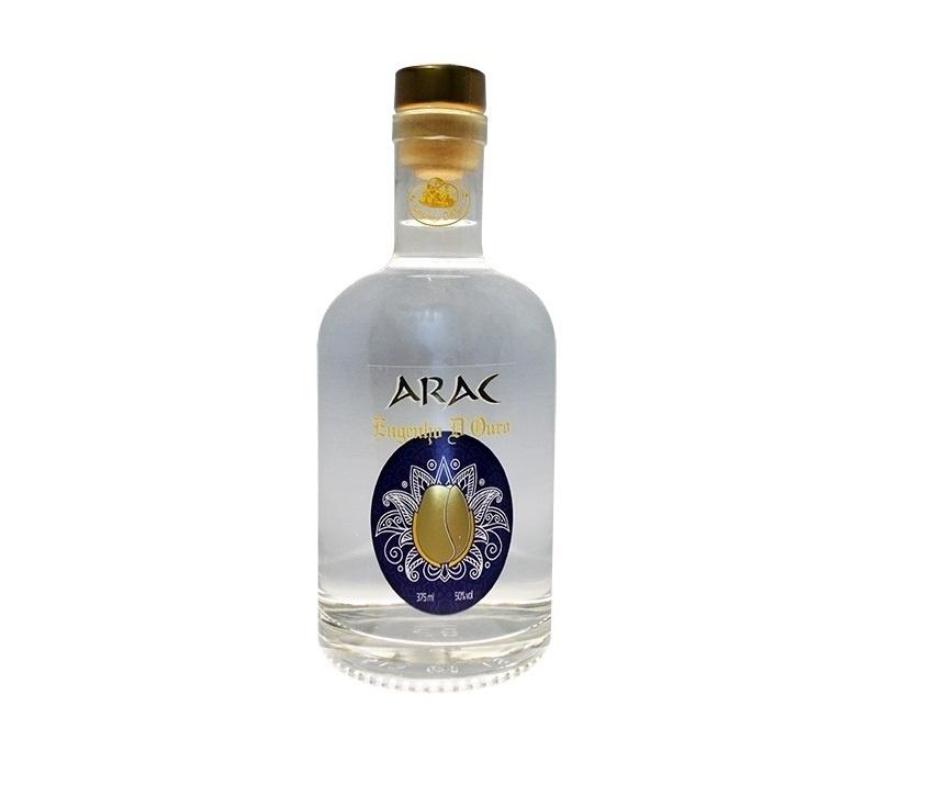 Arac, bebida de origem árabe feita no alambique Engenho D'Ouro, em Paraty (RJ)