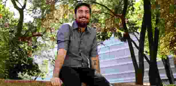 Gabriel Estrêla, 25, soropositivo desde os 18 e que mantém canal no YouTube - Roberto Jayme/UOL