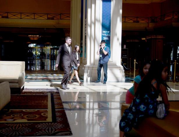 O lobby do hotel-cassino Mandala Bay Resort and Casino em Las Vegas