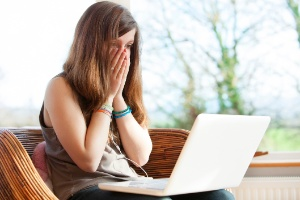 Eu posso ser processado se xingar alguém no Facebook? (Foto: Getty Images)