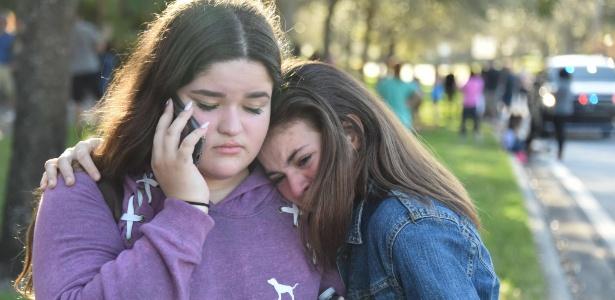 Estudantes reagem após ataque a tiros em escola da Flórida, nos EUA