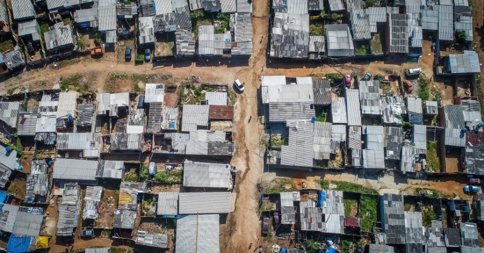 3.mai.2018 - Imagem aérea da ocupação Caguaçu, em São Mateus, extremo leste de São Paulo