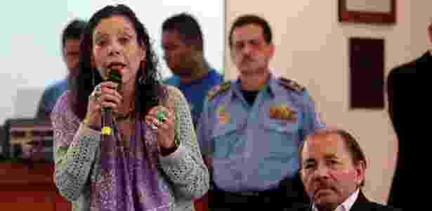 A vice-presidente, Rosario Murillo, e o presidente, Daniel Ortega, em roda de diálogo com os manifestantes - Oswaldo Rivas/Reuters - Oswaldo Rivas/Reuters
