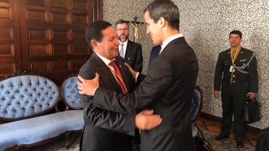 Vice-presidente Hamilton Mourão encontra presidente interino da Venezuela, Juan Guaidó, na presença do chanceler brasileiro, Ernesto Araújo - Flickr/MRE