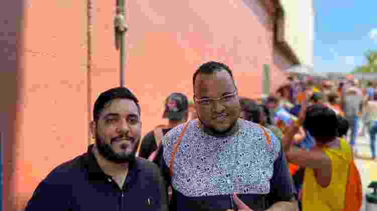 Henrique Liborio (esq) e Rodrigo Matos (dir) foram os primeiros da fila no Ibirapuera e agora no Center Norte - Gabriel Francisco Ribeiro/UOL