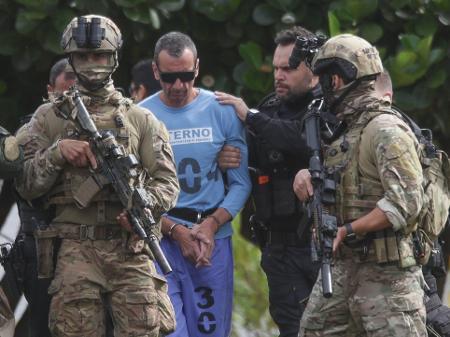 Lider Do Pcc Na Fronteira Com Paraguai E Marcola Tomam Banho De