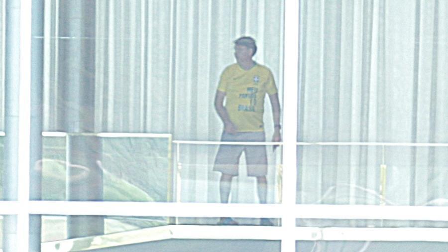 13/03/2020 - O presidente da República, Jair Bolsonaro (sem partido), é visto caminhando pelos corredores no Palácio da Alvorada, em Brasília (DF) - Dida Sampaio/Estadão Conteúdo