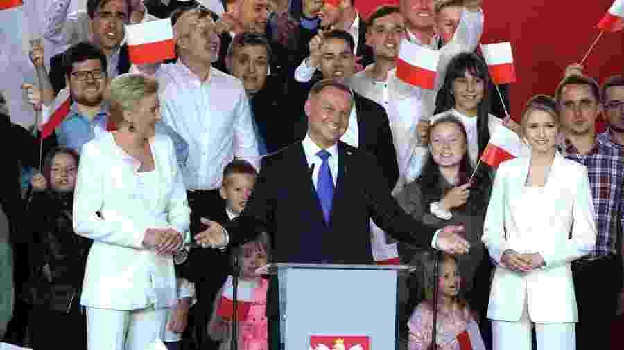 Presidente da Polônia Andrzej Duda comemora reeleição após votação com margem pequena de votos - JANEK SKARZYNSKI/AFP