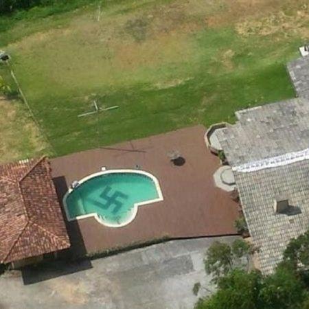 Professor tem uma piscina com símbolo nazista e já defendeu o regime ditatorial de Pinochet no Chile - Divulgação/Polícia Civil de Santa Catarina