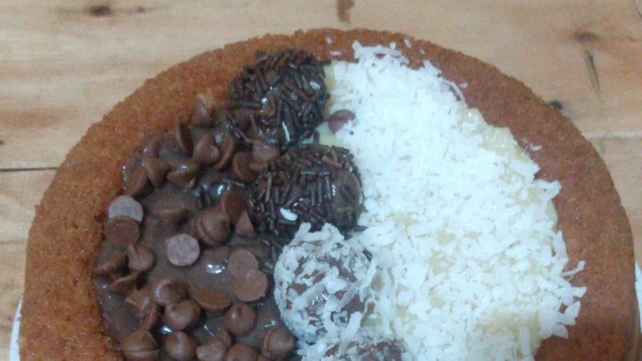Bolo de chocolate com coco ou de arroz e feijão? - Reprodução/Twitter @Dborado23517433