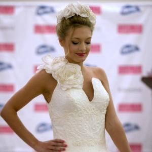85498ce973 Fotos  Concurso elege melhor vestido de noiva feito de papel ...
