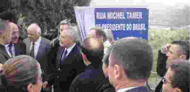 Temer esteve no país em 2011, quando rua com seu nome (grafado incorretamente) foi inaugurada - Arquivo pessoal/BBC - Arquivo pessoal/BBC