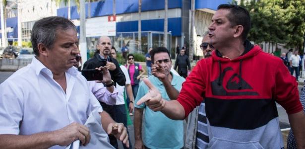 Taxistas e simpatizantes do governo de Fernando Haddad (PT) discutiram em local onde o prefeito realizaria visita