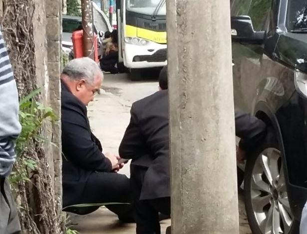 10.jun.2016 - O arcebispo do Rio de Janeiro, cardeal dom Orani Tempesta, ficou preso por aproximadamente dez minutos em meio a uma troca de tiros em Santa Teresa, no centro do Rio de Janeiro. O cardeal e seu motorista chegaram a sair do carro para se proteger dos tiros