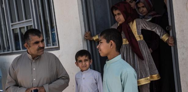 Homens da brigada afegã deixam suas famílias para lutar na guerra da Síria
