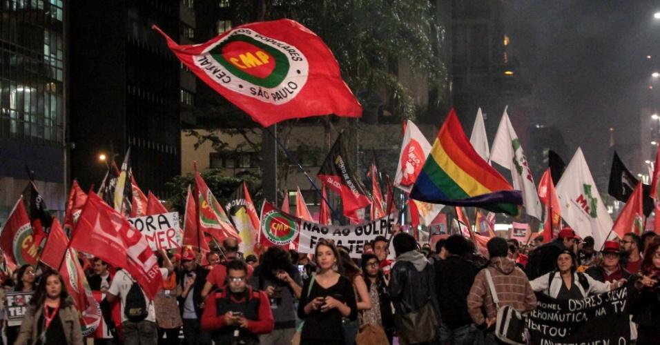 9.ago.2016 - Avenida Paulista, em São Paulo, é fechado em protesto contra o presidente interino, Michel Temer (PMDB). O ato foi convocado por movimentos sociais e partiu do vão livre do Masp