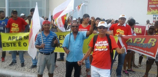 Protesto contra reformas deixa população 'presa' em uma das principais avenidas de Salvador - Reprodução/Facebook/Frente Brasil Popular