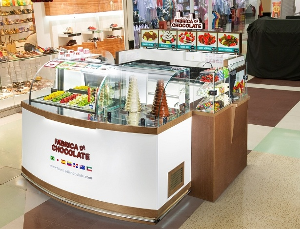 Quiosque da franquia Fábrica Di Chocolate, que faz fondue de chocolate, sorvetes e salada de fruta
