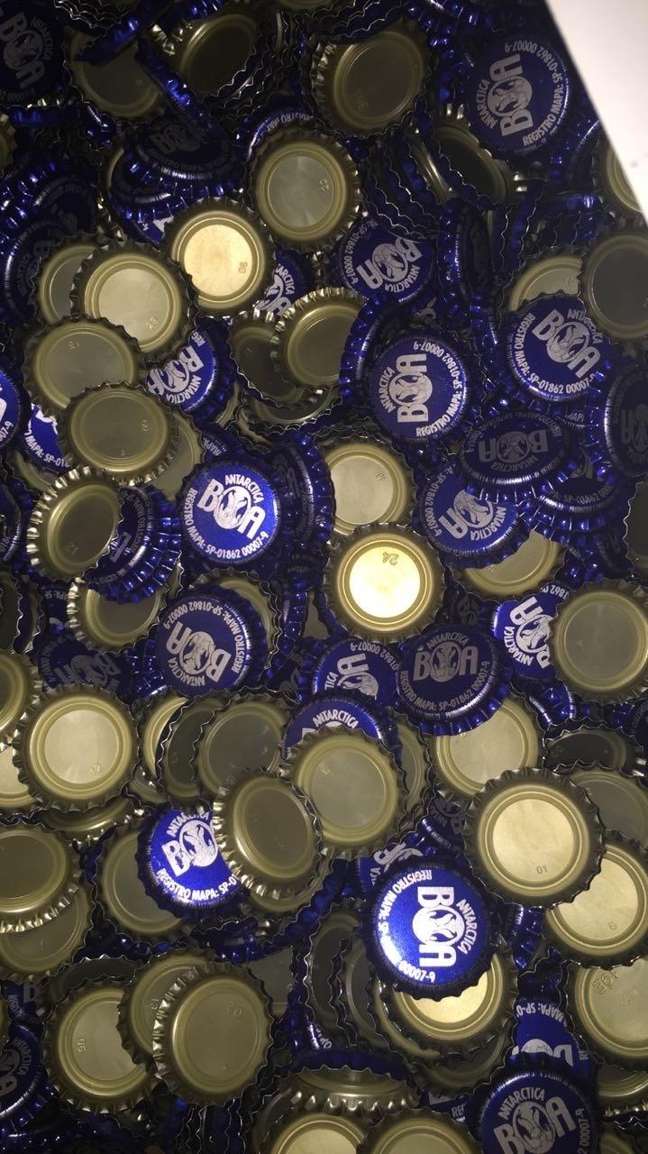 Fábrica clandestina trocava rótulos e tampas de cervejas