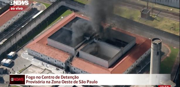 24.jul.2017 - CDP Pinheiros pega fogo no início da tarde desta segunda-feira