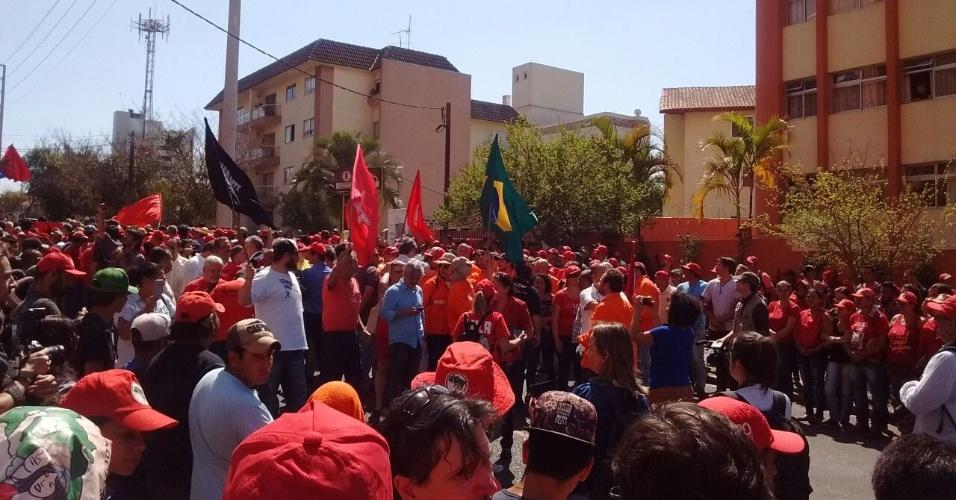Militantes aguardavam Lula desde as 10h30; polícia espera 4.000 pessoas no local