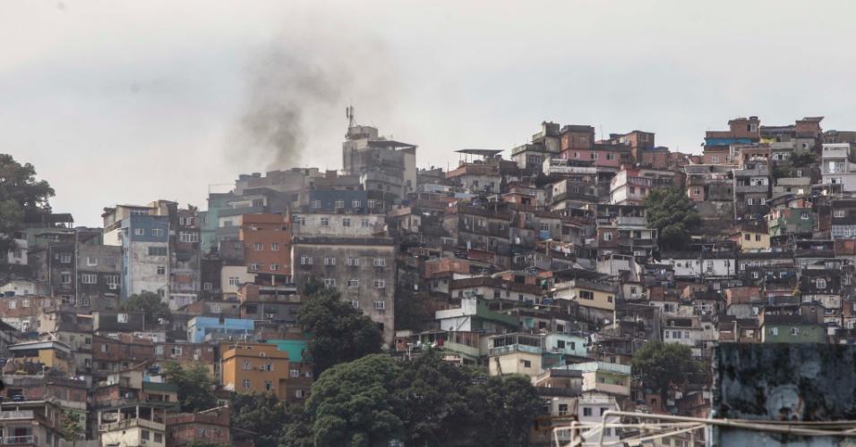 22.set.2017 - Bope faz operação pelo quinto dia consecutivo na Favela da Rocinha, na Zona sul do Rio, e tiroteio causa pânico e fecha vias da região, nesta sexta-feira