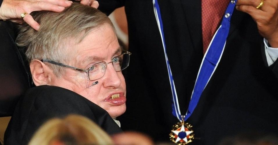 Ao longo da carreira, Hawking ganhou muitos prêmios. Em 2009, foi condecorado com a Medalha Presidencial da Liberdade entregue pelo então presidente dos EUA, Barack Obama