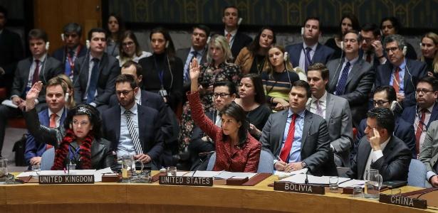 A diplomata britânica Karen Pierce e a norte-americana Nikki Haley votam a favor da resolução americana para a Síria; Bolívia vota contra