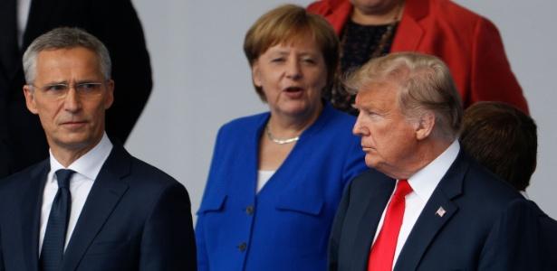 11.jul.2018 - Donald Trump, presidente dos Estados Unidos, ao lado da premiê da Alemanha, Angela Merkel, e do secretário geral da Otan, Jens Stoltenberg