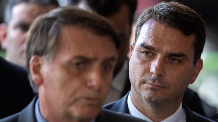 O presidente Jair Bolsonaro e seu filho, o senador Flávio Bolsonaro - Sergio Lima/AFP
