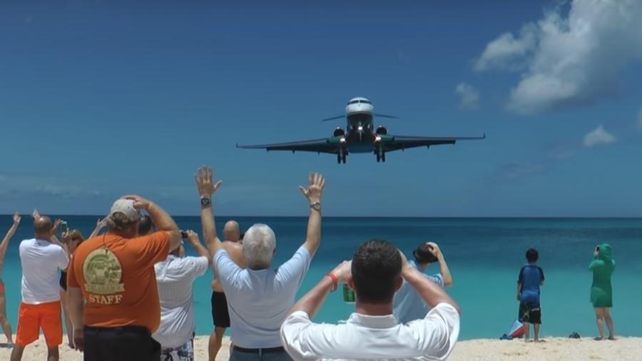 Som do avião é diferente ao chegar perto e ao se distanciar de você - Reprodução