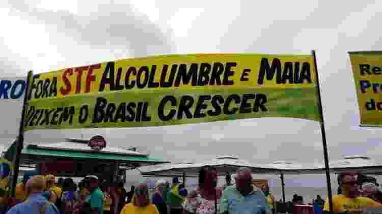 26.mai.2019 - No Rio, manifestantes criticaram o STF (Supremo Tribunal Federal) e os presidentes da Câmara, Rodrigo Maia (DEM-RJ), e do Senado, Davi Alcolumbre (DEM-AP) - Ana Luiza Albuquerque/Folhapress