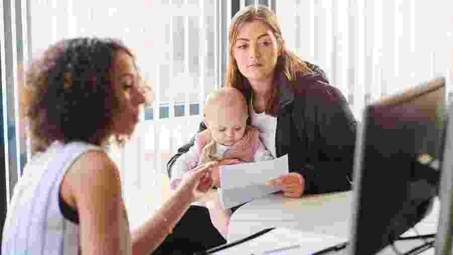 Campanha online pede para que pais e mães se valorizem com nome do filho no currículo - Getty Images/iStockphoto