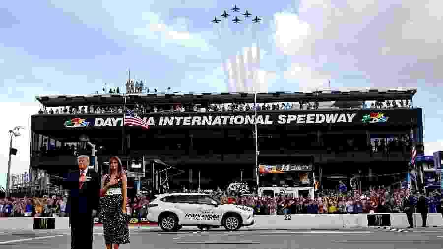 O presidente dos Estados Unidos, Donald Trump, e a primeira-dama, Melania Trump, nas 500 Milhas de Daytona - Peter Casey/USA TODAY Sports