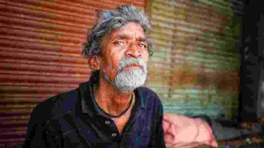 Ali Hasan não tem dinheiro para comprar comida depois que a loja em que trabalhava fechou - Vivek Singh\BBC