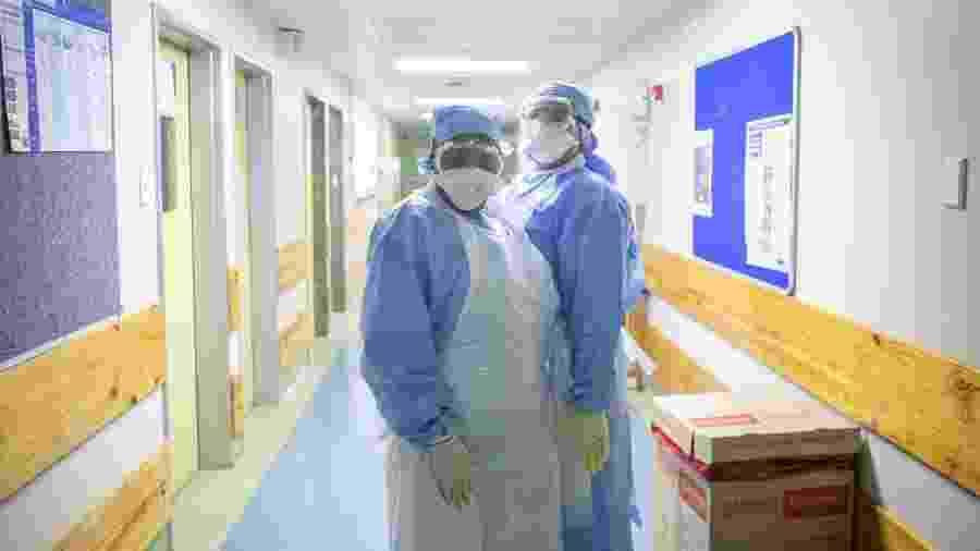 Profissionais de saúde lidam com o coronavírus em hospital da Cidade do Cabo, na África do Sul - Misha Jordaan/Gallo Images via Getty Images