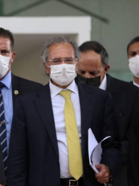 Paulo Guedes à frente do Supremo com empresários e o presidente - Pedro adeira/Folhapress
