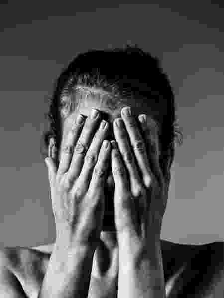 Mulher violencia domestica medo agressão - iStock