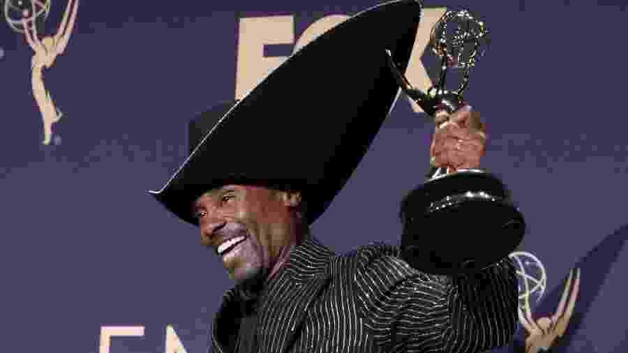 """Billy Porter posa com seu prêmio Emmy 2019 de melhor ator em série dramática por """"Pose"""" - MONICA ALMEIDA"""