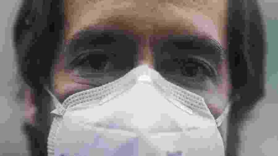 O médico Pedro Archer, que atuou no atendimento de pacientes com covid-19 no Rio de Janeiro, relata as dificuldades enfrentadas pelos profissionais de saúde  - Ricardo Moraes/Reuters