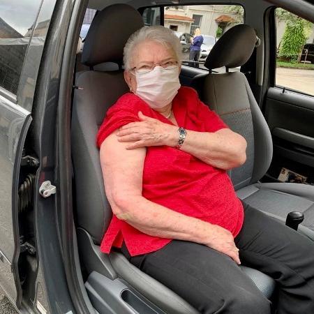 Aos 86 anos, Erundina é parte do grupo que começou a ser vacinado ontem na cidade pelo sistema drive-thru - Reprodução/Twitter