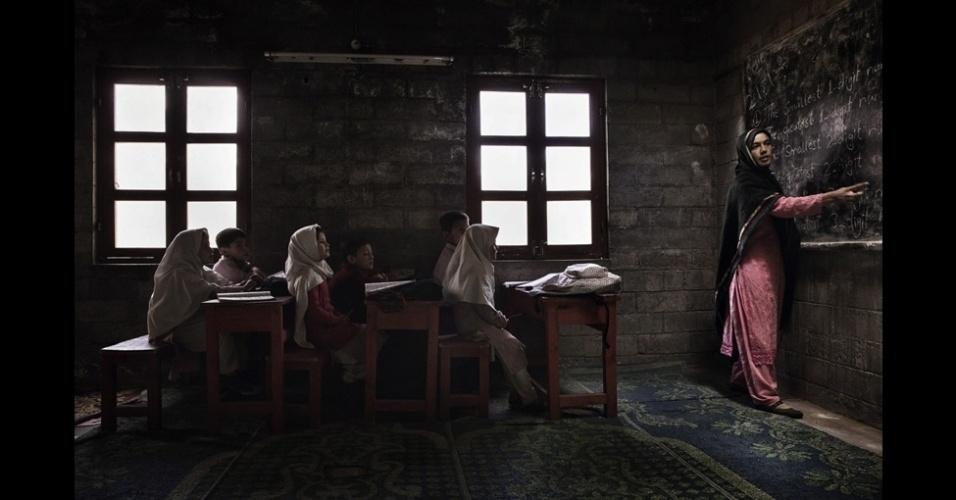 """4.jan.2016 - A categoria """"Spirit of Travel"""" (viagem) foi vencida por Andrea Francolini por uma foto de crianças em uma escola no norte do Paquistão. O vencedor geral, que será selecionado entre os ganhadores de categorias, será anunciado em Londres no dia 13 de fevereiro"""