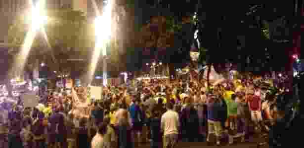 16.mar.2016 - Manifestantes protestam contra a nomeação do ex-presidente Lula à Casa Civil, nesta quarta-feira (16), em Belo Horizonte (MG)  - Renan Amorin/Via WhatsApp - Renan Amorin/Via WhatsApp