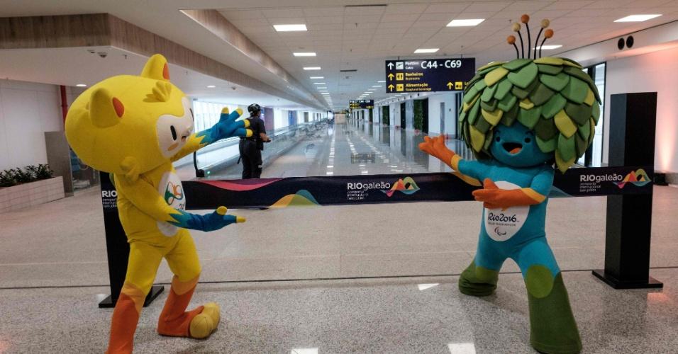 19.mai.2016 - Mascotes das Olimpíadas e Paralimpíadas do Rio inauguram o Píer Sul, novo espaço do aeroporto do Galeão, no Rio de Janeiro. De acordo com projeções da concessionária que administra o aeroporto, a movimentação no local deve aumentar em cerca de 1 milhão de passageiros, chegando a 18,5 milhões ao longo de 2016. O aumento acontecerá, principalmente, por causa dos Jogos Olímpicos