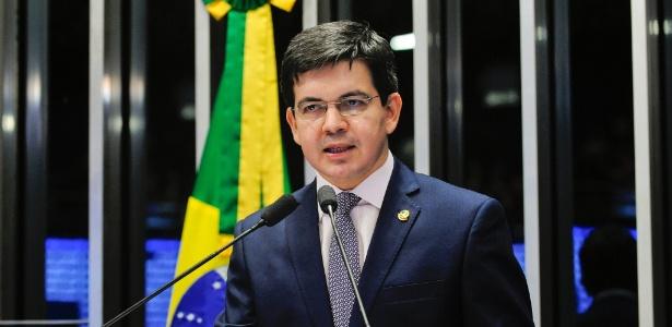 30.ago.2016 - O senador Randolfe Rodrigues (Rede-AP) durante discurso em plenário