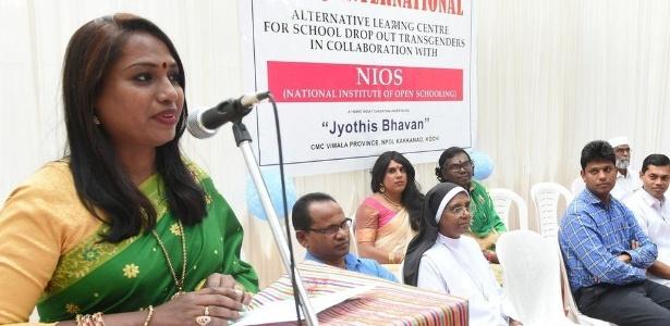Kalki Subrahmaniam (esq), criadora da escola, é ativista dos direitos dos transgêneros