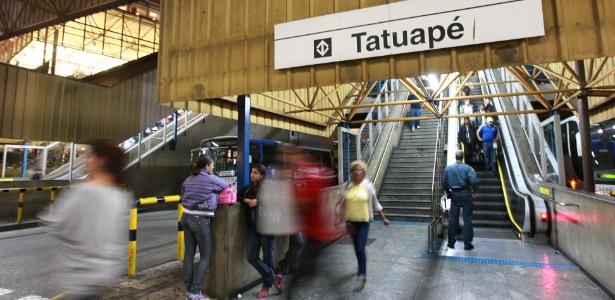 Entrada da estação Tatuapé do metrô, na zona leste