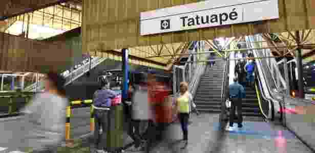 Entrada da estação Tatuapé do metrô, na zona leste - Zanone Fraissat/Folhapress