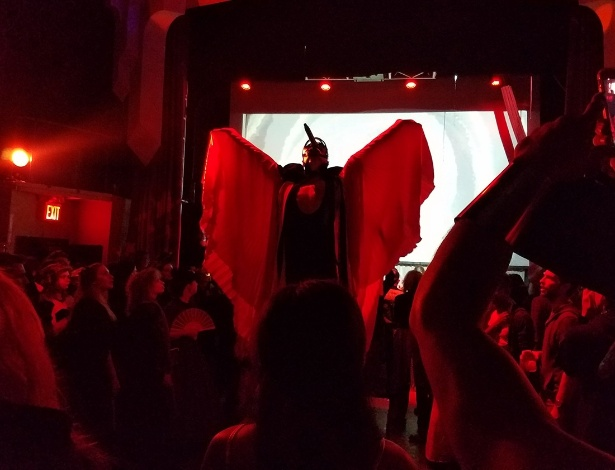 Conjurando todos os cantos no Baile de Cristal da Waft, no Brooklyn - Heather Schwedel